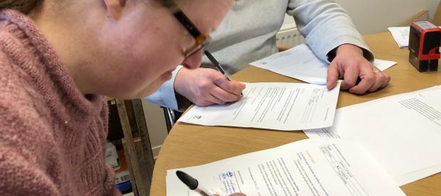 Signature du contrat de logement